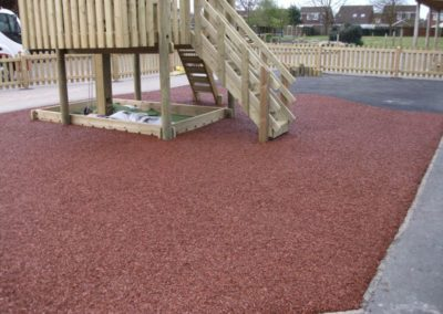 Red bonded rubber mulch